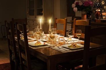 dinner-table-1433494_1920